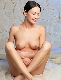 Loreen A is a sweet young lady with beautiful blue eyes, charming smile and enviable slim and elegant body.
